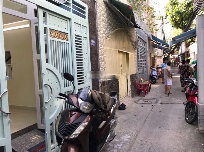 Hẻm nhà phố Trần Văn Đang, Quận 3 Nhà phố hướng Đông Nam, trước nhà hẻm nhỏ an ninh, yên tĩnh.