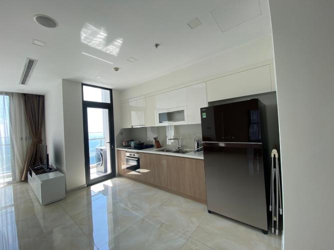 bếp Căn hộ Vinhomes Golden River tầng cao, nội thất đầy đủ.