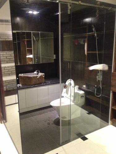 Nhà vệ sinh Phú Hoàng Anh Căn hộ Phú Hoàng Anh tầng cao, đầy đủ nội thất, view nội khu.