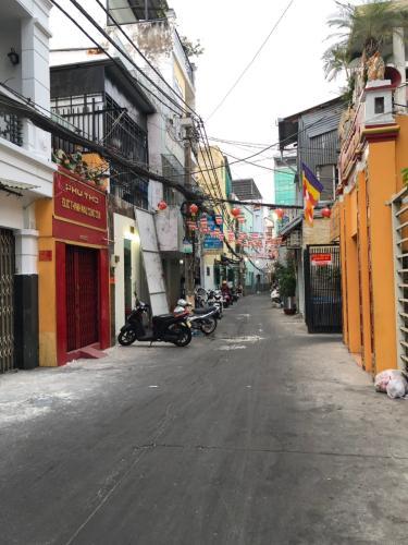 hẻm 3m nhà phố quận 4 Bán nhà hẻm Đoàn Văn Bơ, nội thất cơ bản, diện tích 2.46x17.3m.