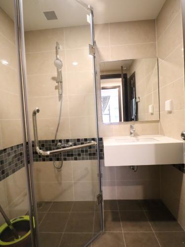 Phòng tắm căn hộ The Tresor Căn hộ tầng cao The Tresor nội thất đầy đủ view thành phố thoáng mát.