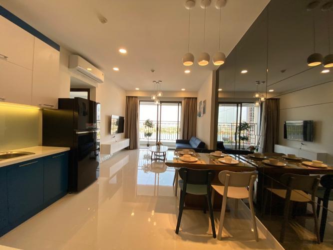 Phòng khách Saigon Royal Quận 4 Căn hộ Saigon Royal tầng trung, view sông Sài Gòn mát mẻ.