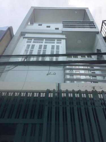 Nhà phố hướng Tây, cách mặt tiền đường Huỳnh Tấn Phát chỉ 20m.