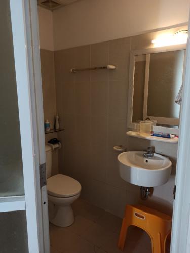 Phòng tắm Ehome 3, Bình Tân Căn hộ Ehome 3 đầy đủ nội thất, ban công hướng Tây.
