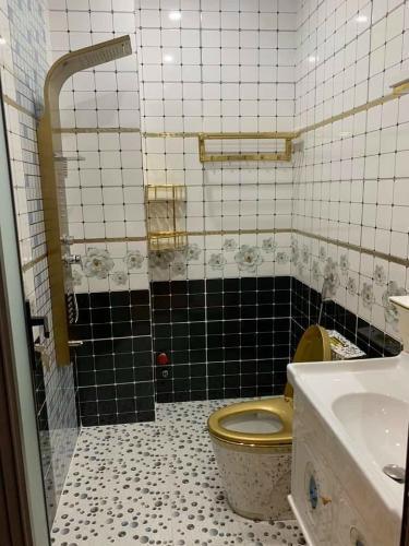 Phòng tắm nhà phố Quận Gò Vấp Nhà hẻm xe hơi Q.Gò Vấp diện tích sử dụng 205.7m2, sổ hồng riêng.