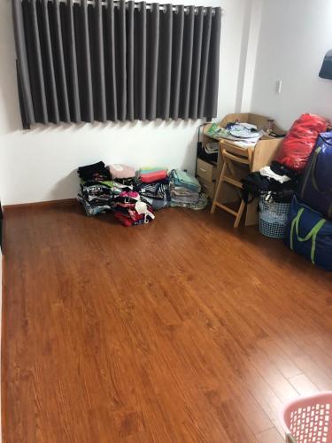 Phòng ngủ nhà phố Nguyễn Trãi, Quận 1 Nhà phố hướng Tây Nam, sàn phòng ngủ lót gỗ, diện tích 51m2.