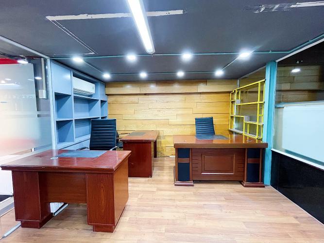 Không gian văn phòng Quận Gò Vấp Văn phòng Quận Gò Vấp nằm tại góc 2 mặt tiền đường, đầy đủ nội thất.