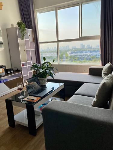 Căn hộ CitiHome tầng 8 ban công Đông Nam, đầy đủ nội thất.