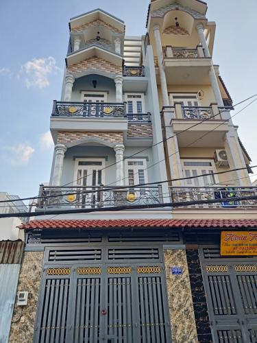 Nhà phố diện tích đất 4mx14m hướng Đông Nam, kết cấu 4 tầng.
