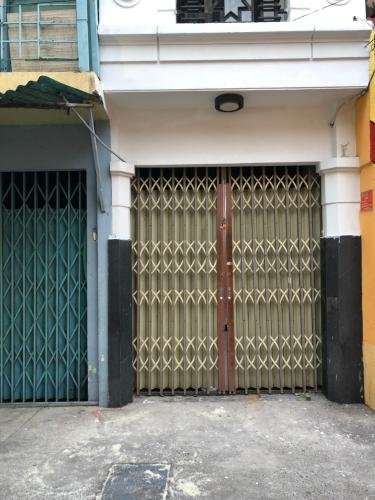mặt tiền nhà phố quận 4 Bán nhà hẻm Đoàn Văn Bơ, nội thất cơ bản, diện tích 2.46x17.3m.
