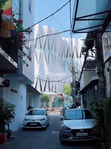 Hẻm nhà phố Phú Nhuận  Nhà phố hẻm xe hơi, diện tích sử dụng 144m2 hướng Tây Nam.