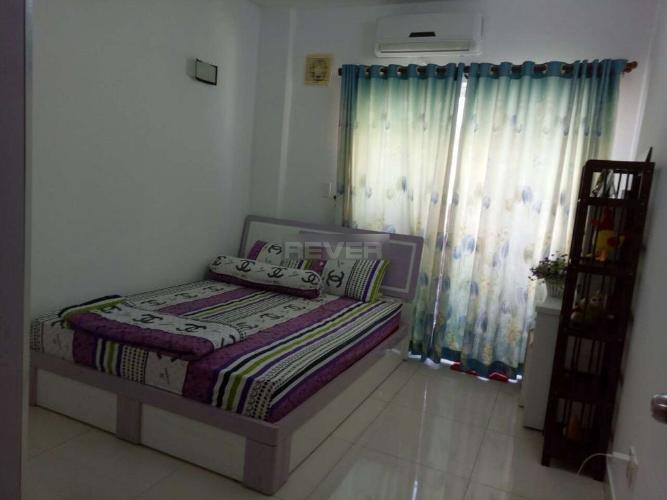 Phòng ngủ Phú Thạnh Apartment, Tân Phú Căn hộ Phú Thạnh Apartment tầng trung, ban công hướng Bắc.