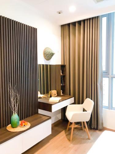Căn hộ tầng 11 Vinhomes Central Park đầy đủ nội thất, ban công Đông Bắc