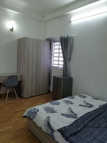 phòng ngủ nhà phố Bình Thạnh Bán nhà hẻm Nguyễn Cửu Vân, kèm nội thất đầy đủ, sổ hồng chính chủ.