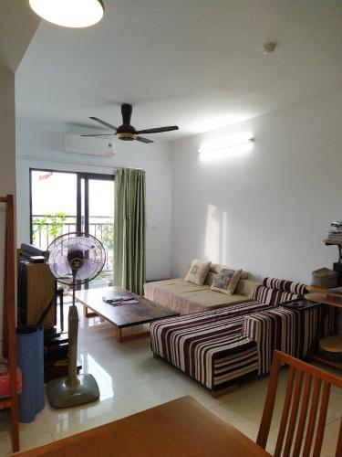 Phòng khách căn hộ Tecco Central Home, Bình Thạnh Căn hộ Tecco Central Home nội thất cơ bản, view thành phố thoáng mát.