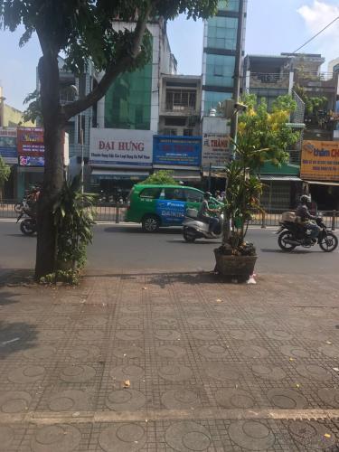 Trước nhà Bán nhà phố đường Lý Thái Tổ phường 9 quận 10, diện tích đất 44.86m2, sổ hồng