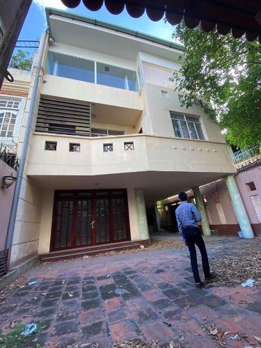 Bán biệt thự 2 mặt tiền đường Trần Kế Xương, Phú Nhuận, nội thất cơ bản, sổ hồng, cách công viên Phú Nhuận 300m