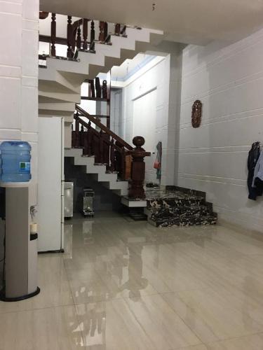 Bán nhà phố Q. Bình Thạnh, nội thất cơ bản gồm 4 tầng, bàn giao ngay.