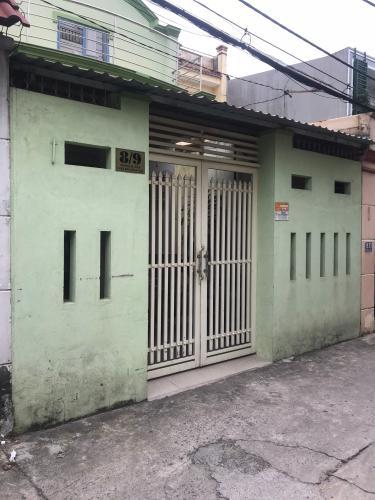 Nhà phố cấp 4 có 1 gác lửng diện tích 100m2, khu vực có đầy đủ tiện ích.