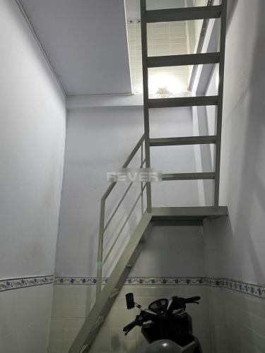 Nhà kết cấu 1 trệt 2 lầu và sân thượng, diện tích 37.5m2 nội thất cơ bản.