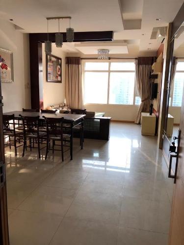 Căn hộ Saigon Pearl tầng cao, view nội khu thoáng mát.