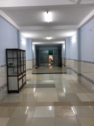 Phòng khách nhà phố Quận Bình Tân Nhà phố hẻm rộng 10m Q.Bình Tân hướng Nam diện tích 120m2, có sổ đỏ.
