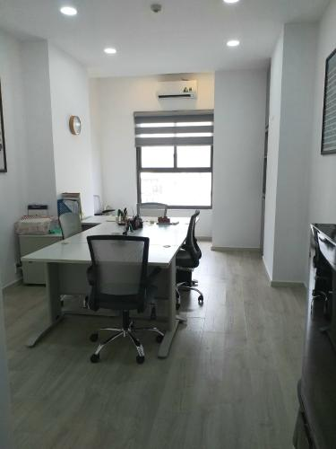 Căn hộ Officetel Kingston Residence nội thất văn phòng đầy đủ.