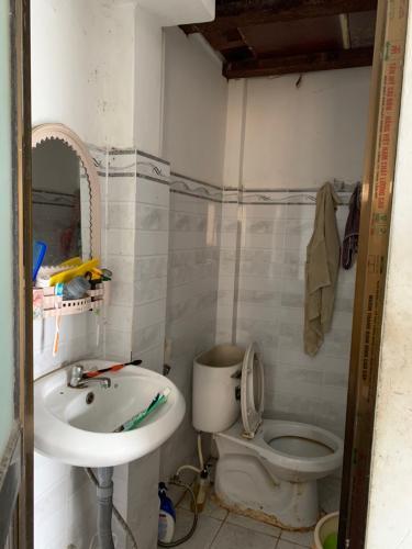 Phòng tắm nhà phố Nhà phố Bình Tân diện tích sử dụng 156m2, 1 trệt 1 lầu.