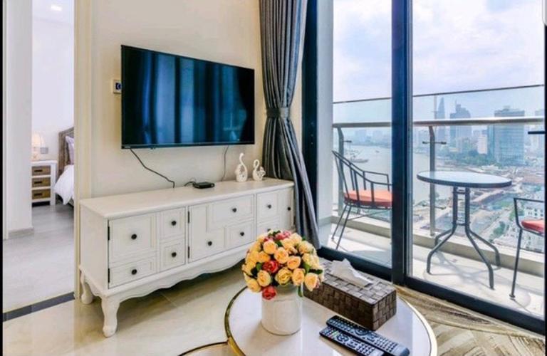 Phòng khách Vinhomes Golden River, Quận 1 Căn hộ Vinhomes Golden River hướng Tây Nam, tầng cao đón gió.