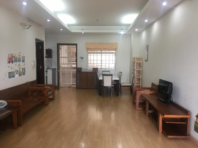 Căn hộ tầng 7 chung cư H2 Hoàng Diệu thoáng mát, đầy đủ nội thất.