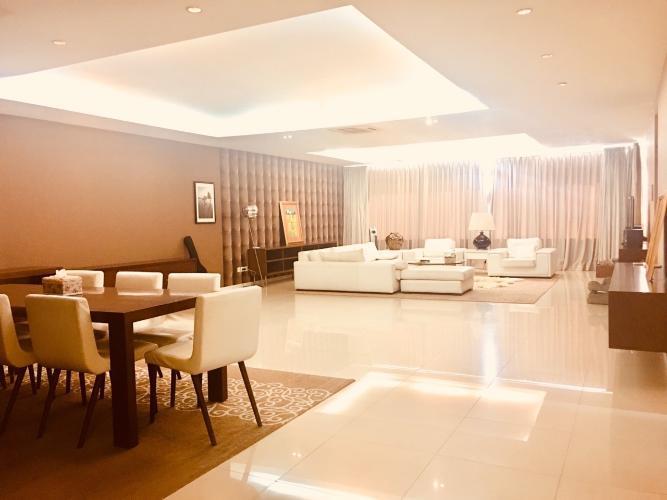 Căn hộ Saigon Pearl có 4 phòng ngủ, bàn giao đầy đủ nội thất.