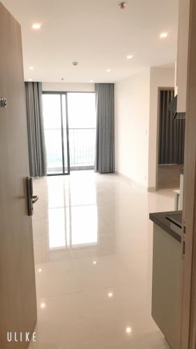 Căn hộ Vinhomes Grand Park tầng 31 nội thất cơ bản, ban công hướng Đông Nam