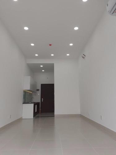 Căn hộ The Sun Avenue tầng 2 thiết kế hiện đại, nội thất cơ bản.
