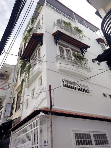 Mặt tiền nhà phố Trần Quang Diệu, Quận 3 Nhà phố hướng Tây Nam, hẻm trước nhà 3m, đầy đủ nội thất.