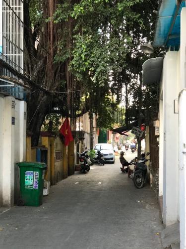 Đường nhà phố Bình Thạnh Nhà phố Bình Thạnh hẻm xe hơi rộng, sổ hồng sang tên nhanh.