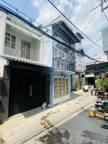 Nhà phố 1 trệt 2 lầu hướng Đông thoáng mát, khu dân cư an ninh.