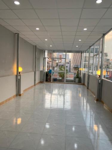 Tòa nhà kinh doanh mặt tiền đường Cộng Hòa, kết cấu 3 tầng diện tích 80m2.
