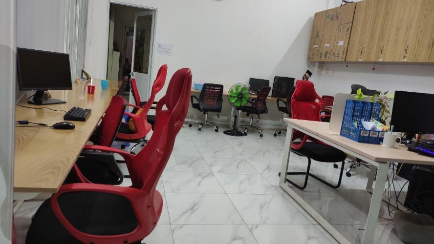 Văn phòng tầng trệt nhà phố KDC Gia Hoà diện tích 100m2, không nội thất.