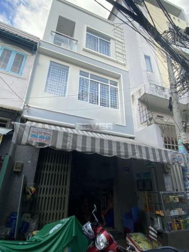 Nhà phố kết cấu 2 tầng đúc kiên cố, khu dân cư đông đúc, đầy đủ tiện ích.