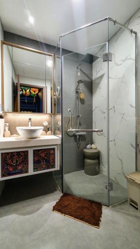 Phòng tắm căn hộ Sunwah Pearl, Bình Thạnh Căn hộ Sunwah Pearl thiết kế độc đáo, view nội khu và thành phố
