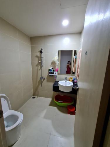 Phòng tắm RichStar, Tân Phú Căn hộ RichStar tầng cao, ban công hướng Đông.