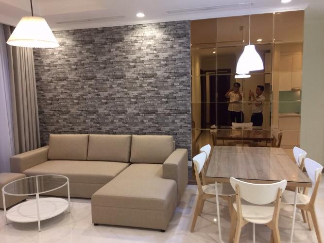 Phòng khách căn hộ Vinhomes Central Park, Quận Bình Thạnh Căn hộ tầng 24 Vinhomes Central Park bàn giao đầy đủ nội thất.