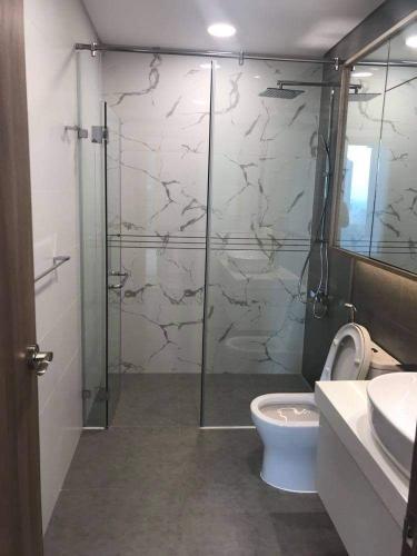 Phòng tắm căn hộ Sunwah Pearl Căn hộ Sunwah Pearl cửa hướng Đông Bắc, view sông cực thoáng.