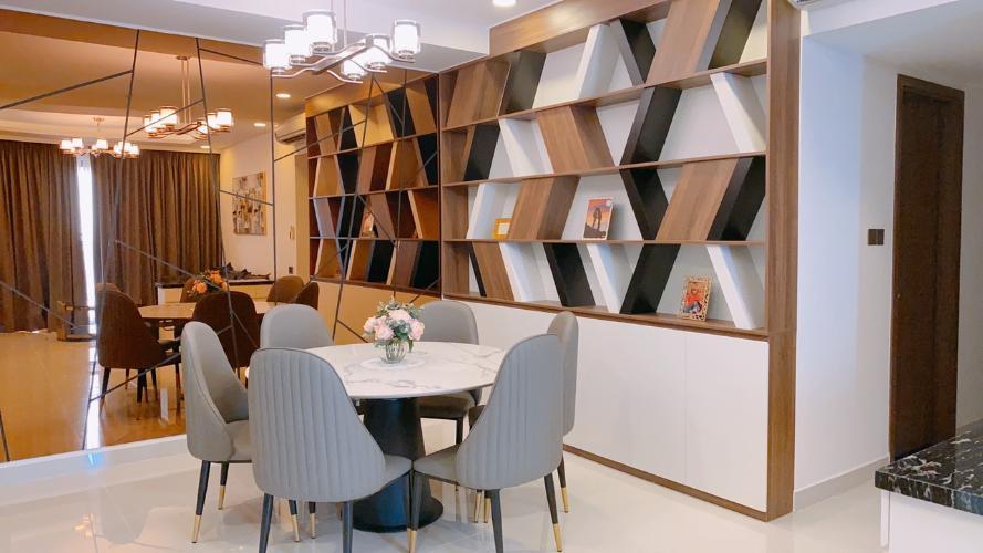 Bàn ăn Saigon Royal, Quận 4 Căn hộ Saigon Royal tầng cao view Bitexco, nội thất đầy đủ.