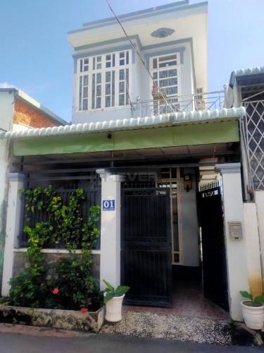 Nhà phố diện tích 60m2 đầy đủ nội thất, khu vực đầy đủ tiện ích.