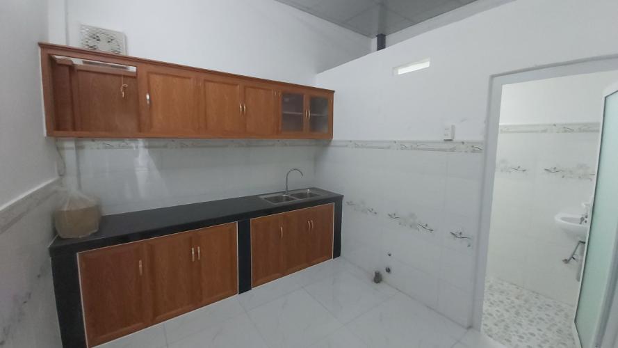 Phòng bếp nhà phố Quận 12 Nhà phố Quận 12 diện tích sử dụng 120m2, sổ hồng riêng.