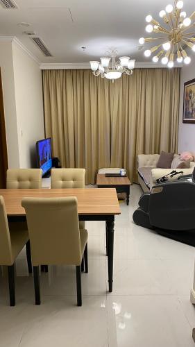 Căn hộ Vinhomes Central Park tầng 15 nội thất đầy đủ, ban công Đông Nam