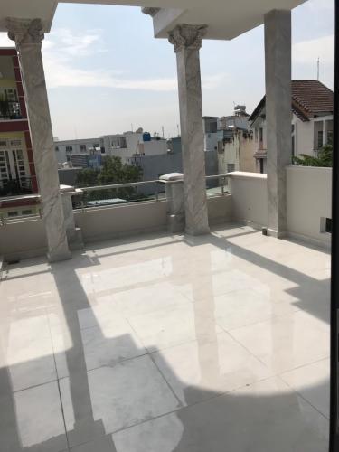 Sân thượng nhà phố Gò Vấp Nhà phố cửa hướng Đông hẻm xe hơi rộng, kết cấu 3 tầng.