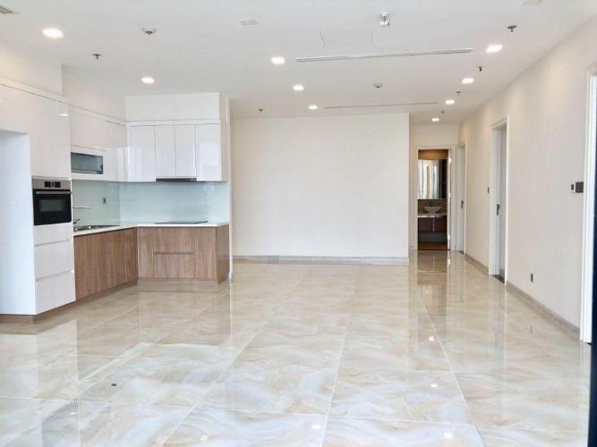 Căn hộ Vinhomes Golden River tầng trung view đẹp, nội thất cơ bản.