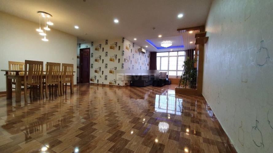 Phòng khách Chánh Hưng- Giai Việt, Quận 8 Căn hộ Chánh Hưng Giai Việt tầng trung, ban công hướng Đông.
